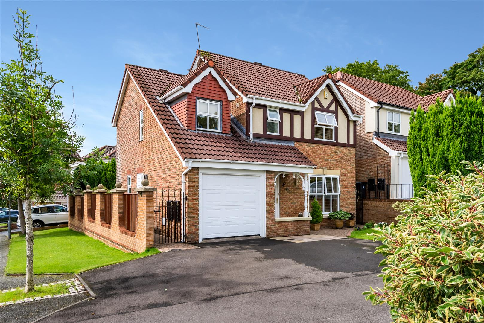 4 bedroom detached house Sale Agreed in Bolton - Main Image.